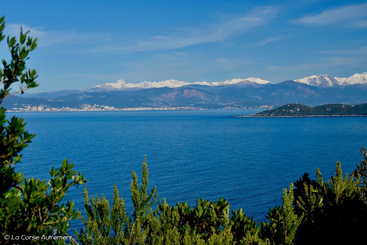 Corse, les sommets enneigés