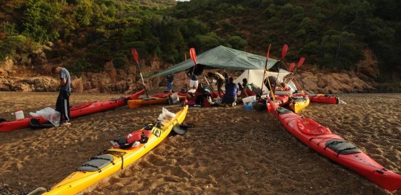 sejour-multi-activites-en-famille-acqua-corsica-itinerance-kayak-de-mer-canyoning-et-randonnee-decouverte-ajaccio