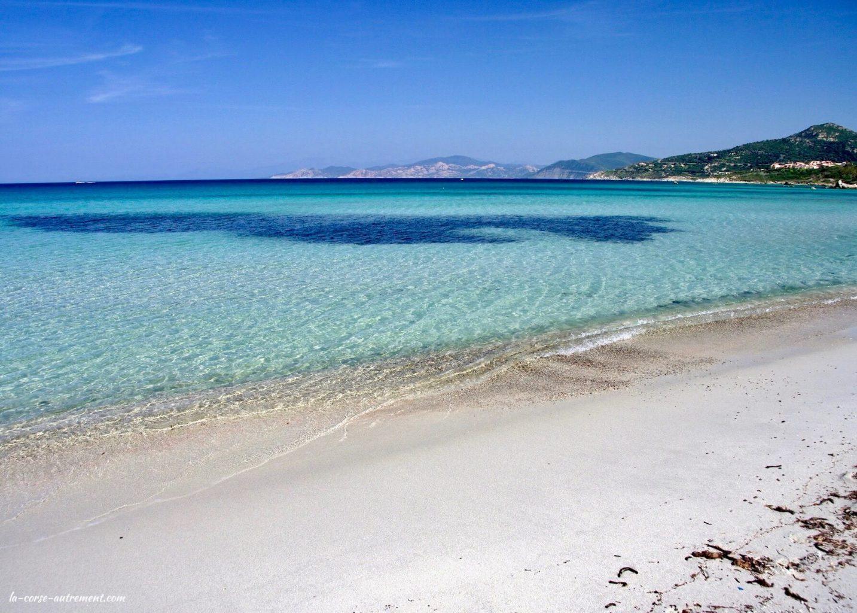 La plage de L'Ile Rousse en Corse