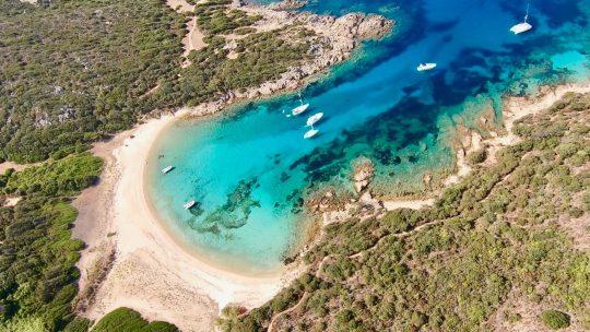 Vacances en Corse : les lieux et randonnées incontournables !