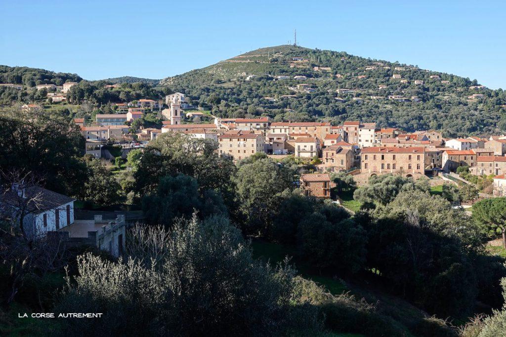 Le village de Piana en Corse